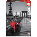 Puzzle Parapluie rouge, pont de brooklyn « coloured black & white » Educa EDUCA-17691